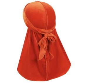 le durag de couleur orange nouée à l'arrière