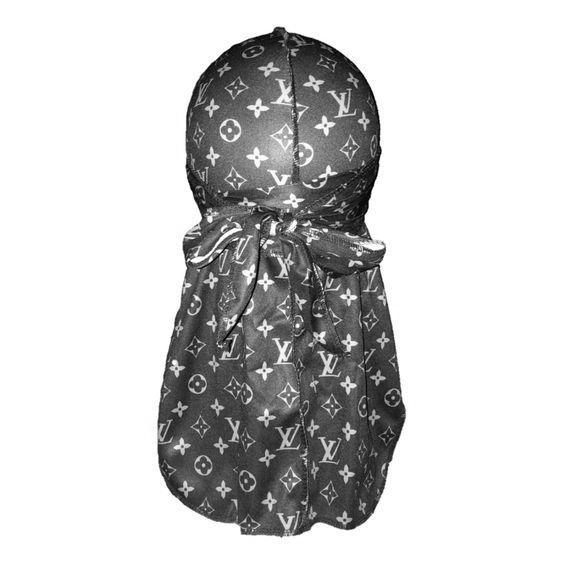 Modèle d'un durag Louis Vuitton